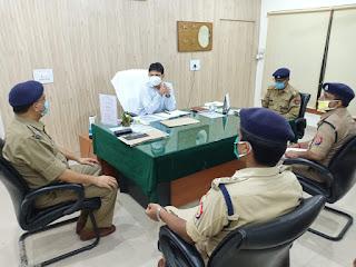 जौनपुर के नवागत पुलिस कप्तान राजकरन नय्यर ने संभाली कमान, अधिकारियों के साथ की बैठक | #NayaSaberaNetwork