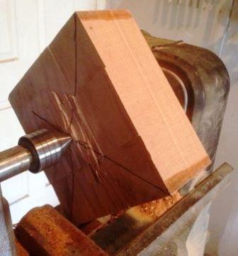 kayu kotak di bubut