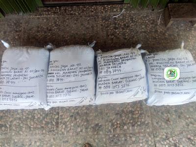 Benih padi yang dibeli   RANU Jakarta Selatan, DKI Jakarta.  (Setelah packing karung ).