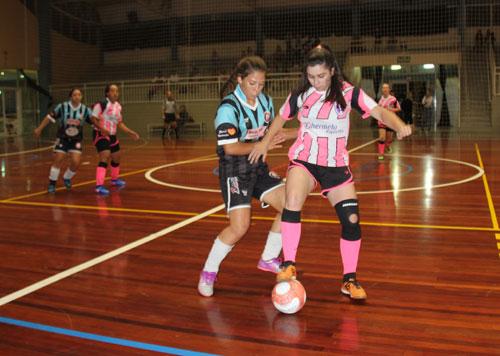 11fa16143 A equipe do Fura Bola iniciou com o pé direito a Copa Farroupilha de Futsal  Feminino. Na noite de ontem