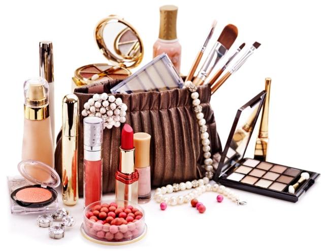 4 Tips Menjaga Makeup Agar Tidak Cepat Rusak
