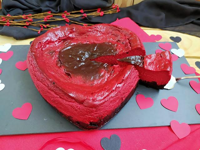 Red Velvet Cheesecake recipe. Receta tarta de queso Red Velvet (terciopelo rojo) Postre San Valentín Rojo Oreo Horno Valentines 14 Febrero Cuca