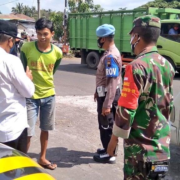 Koramil Manisrenggo Lakukan Rutinitas Operasi Masker Mencegah Covid-19