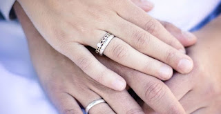http://www.abusyuja.com/2020/07/kewajiban-istri-terhadap-suami-menurut-islam.html