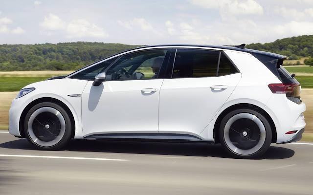 Volkswagen ID.3 x Tesla Model 3