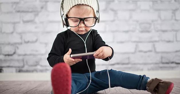Jadilah Orang Bau Tanah Cerdas, Ini 5 Cara Mendidik Anak Ala Islam Di Masa Digital!