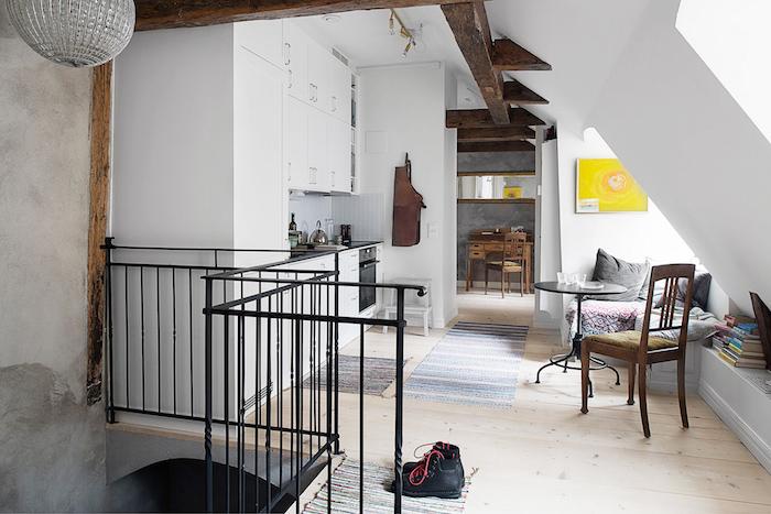 piso en casco antiguo con muebles recuperados