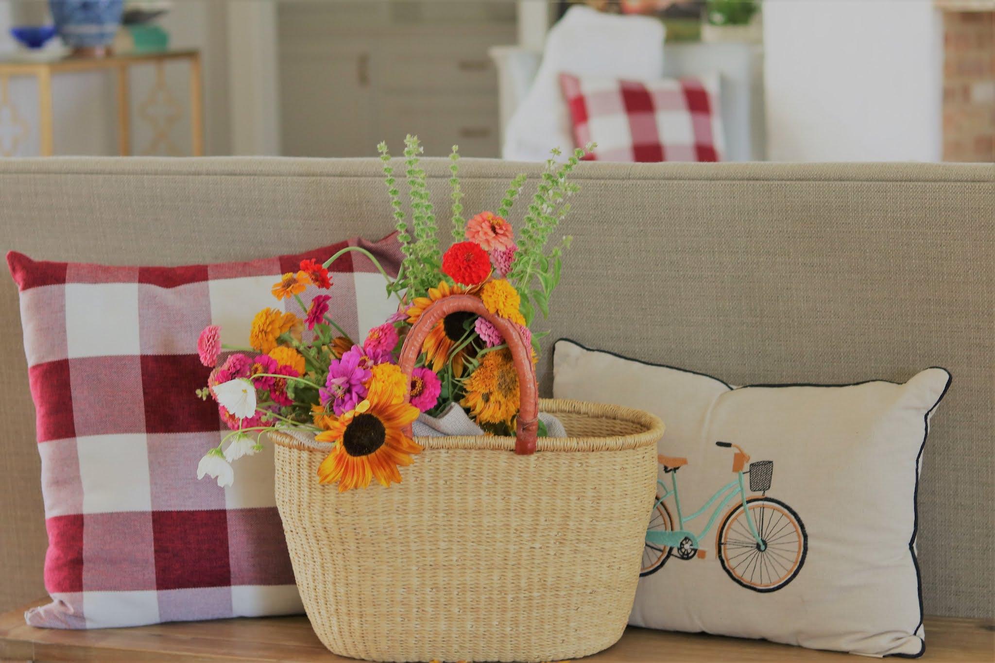 plaid-baskets-flowers-summer-farm-southern-athomewithjemma