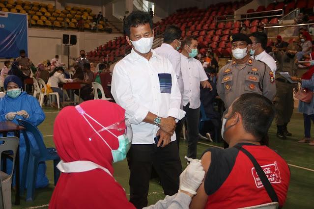 Vaksinasi di Batam Capai 75 Persen, Rudi Minta Masyarakat Disiplin Menerapkan  Protokol Kesehatan