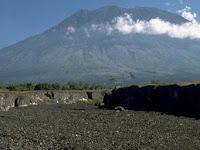 Gubernur Bali Imbau Warga Sekitar Gunung Agung untuk Mengungsi