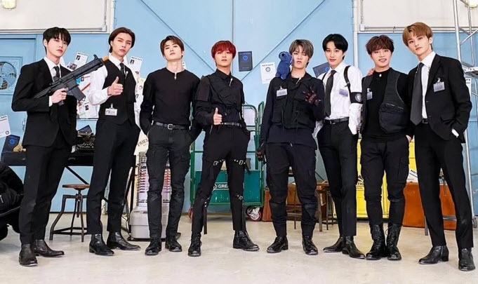 NCT 127 has fun talking about new album LOVEHOLIC