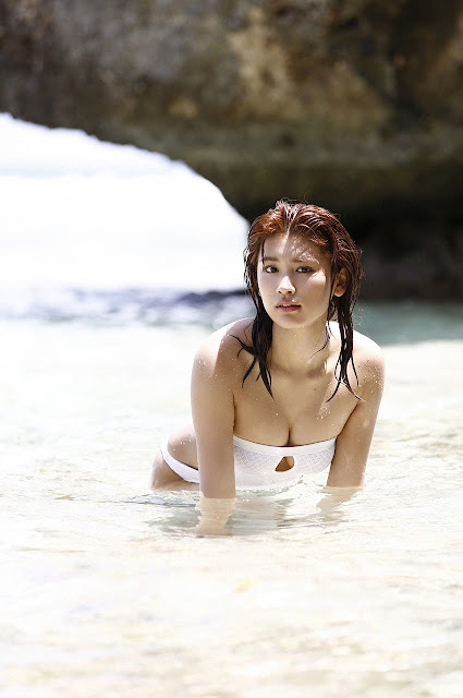 久松郁実 Hisamatsu Ikumi Sexy On Beach Images 15