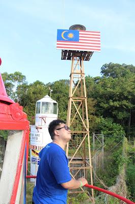 Berada diatas mercusuar Indonesia di Tanjung Datu