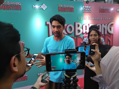 Reza Rahadian Press Screening Toko Barang Mantan