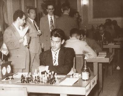 Partida de ajedrez Román Torán contra Rossetto, Barcelona 1952