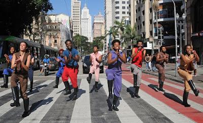 No Sesc: show com Samba Sinhá, teatro mostra o drama dos refugiados e dança exibe a força do ritmo africano