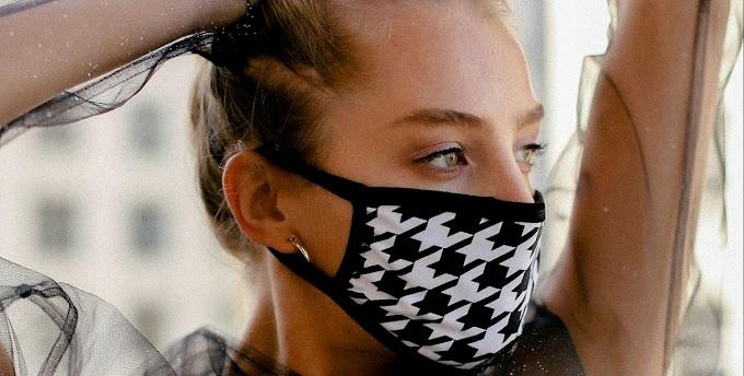 Πως θα καθαρίζετε τις υφασμάτινες μάσκες από το μεϊκάπ