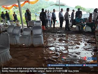Kedatangan mantu presiden Jokowi, Bobby Nasution ke Kabupaten Sukabumi, untuk meresmikan Perumahan yang berlokasi di Wilayah Kp. Cioray Desa Bojongraharja Kecamatan Cikembar Kabupaten Sukabumi, Jawa Barat, disambut hujan deras disertai banjir dan lumpur, Senin (2/1/2019).