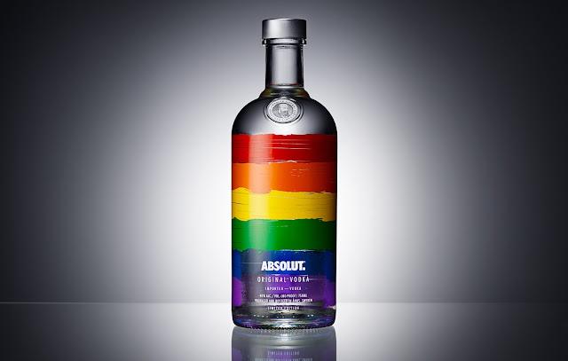 Chai-dung-ruou-Vodka-Absolut-phien-ban-la-co-cau-vong-duoc-thiet-ke-boi-Pond-Design