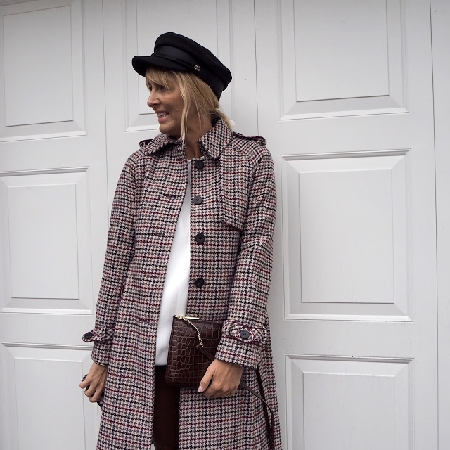 heritage check coat and baker boy hat
