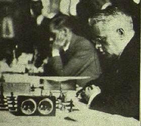 Valentín Marín y Ángel Ribera jugando en el Torneo Internacional de Ajedrez Barcelona 1929
