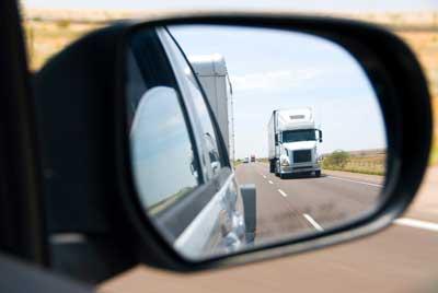 penerapan sifat-sifat bayangan cermin cembung pada kaca spion mobil