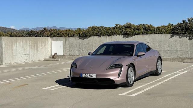 Mobil Listrik Porsche Taycan 2021
