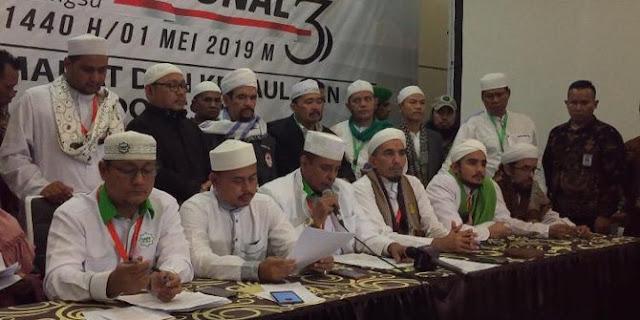 Ijtima Ulama III Dihadiri Prabowo, Minta KPU Diskualifikasi Capres 01