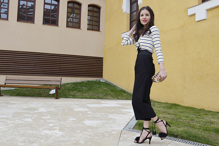 look-blogger-pantalón-cropped-sandalias-aquazzura-trends-gallery