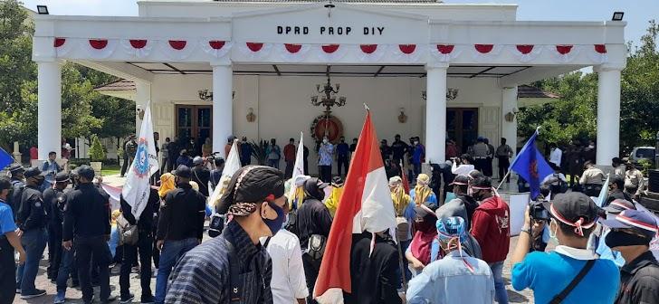 Dari Jogja Selamatkan Pekerja, KSPSI DIY Gelar Aksi Budaya dan Sosial Tolak Omnibus Law