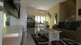 Ruang tamu rumah mewah 2 Lantai ready dan siap huni dekat pintu tol Helvetia Medan - Villa Citra Mandiri