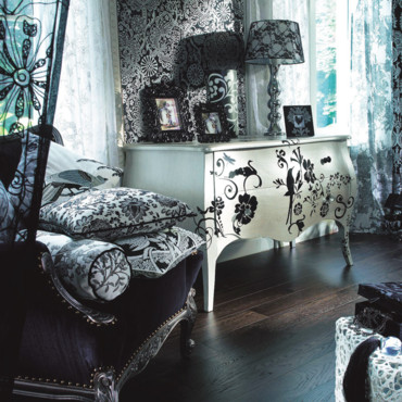 ma maison au naturel customiser un meuble avec des pochoirs. Black Bedroom Furniture Sets. Home Design Ideas