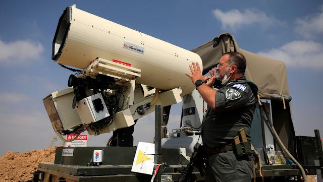 Israel muestra su nueva arma que emplea para neutralizar los globos incendiarios lanzados desde Gaza