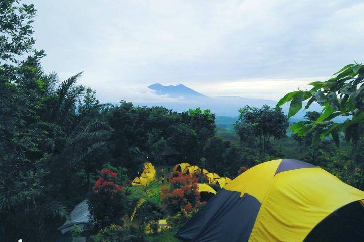 pemandangan camping kampung awan