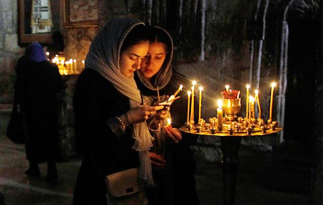 Αποτέλεσμα εικόνας για young people in orthodox church