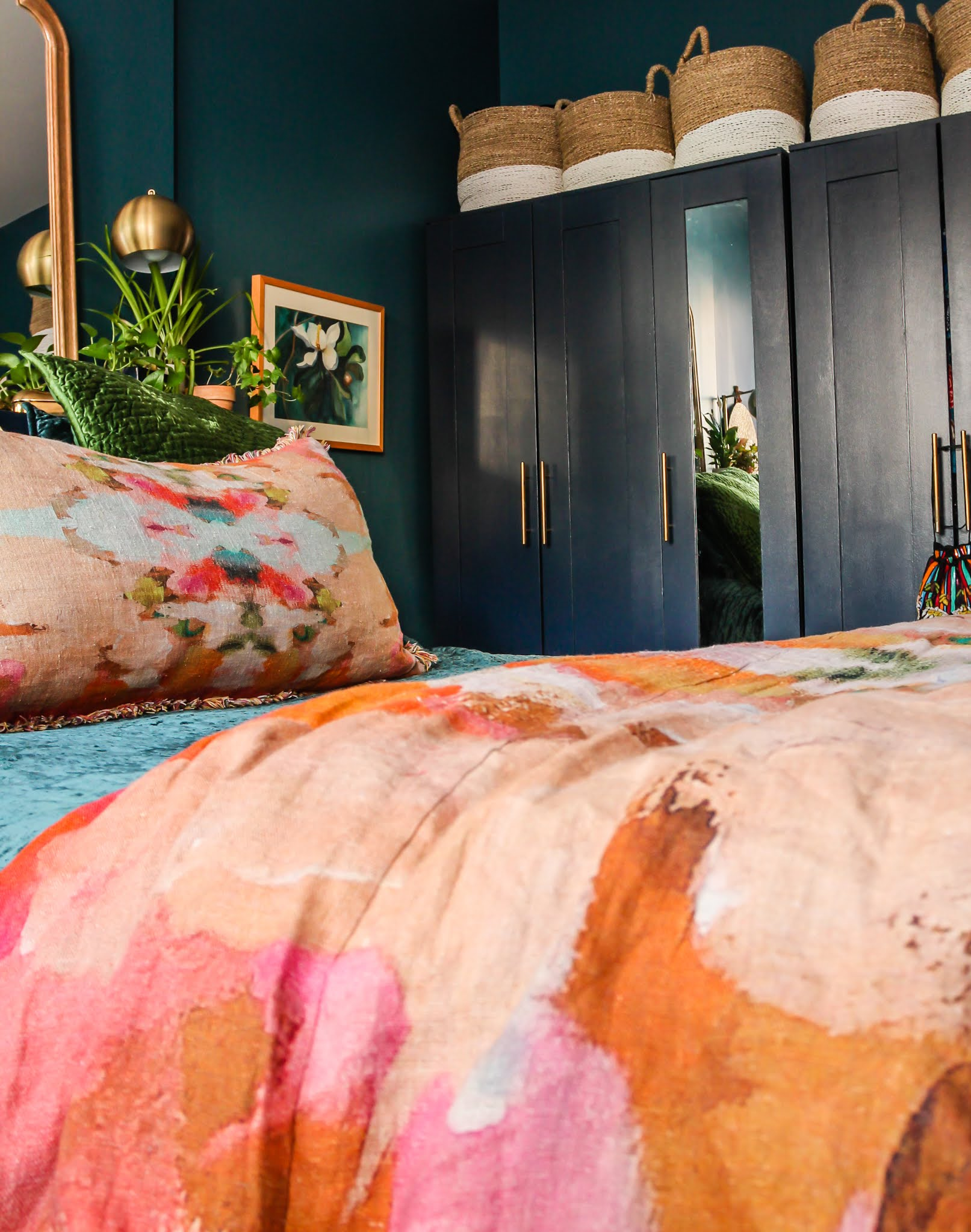 Annie Selke Bedding // Annie Selke // Annie Selke Kenly // Annie Selke Matte Juniper // Annie Selke Simba Jute Runner // Annie Selke Parisian Velvet Evergreen // Colorful bedrooms // Jewel tone bedrooms // rainbow bedrooms // bohemian bedrooms // linen and velvet bedding // velvet bedding // blue and orange decor // blue and pink decor // green and orange decor // Annie Selke Lush Linen Curtains in Slipper Pink // Plants in Bedroom // Ikea furniture hacks // pink and blue bedroom // pink and blue styling