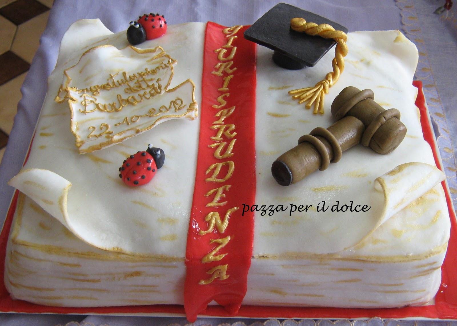Pazza per il dolce torta laurea for Decorazioni per torte di laurea