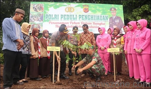 Hari Sejuta Pohon Sedunia, Jajaran Polres Ciamis Tanam Pohon