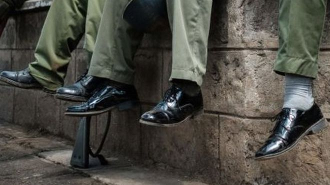 Kenyan police in shoe purchase scam