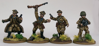 28mm Polish Poland Officer HQ Radion Operator Warlord Games