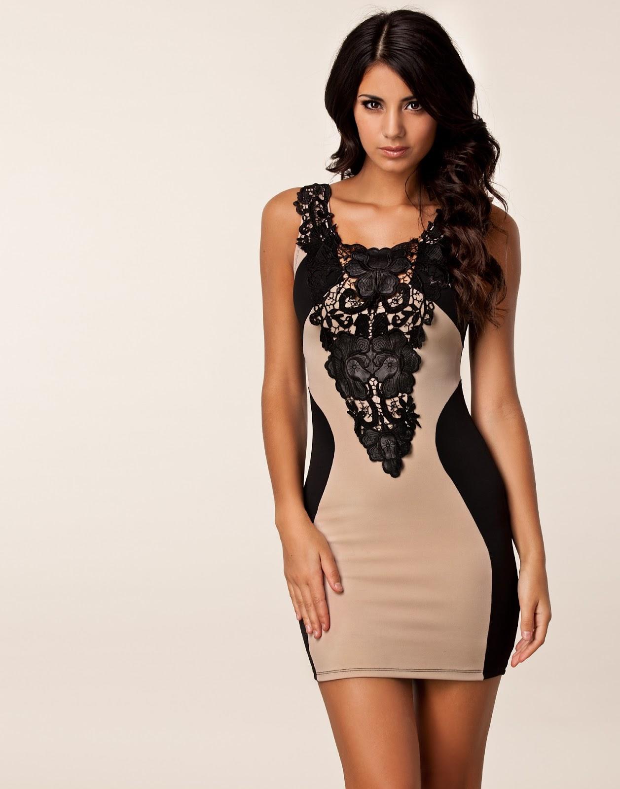 Combinacion de vestido negro con beige