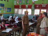 Kadisdik Kota Makassar Pantau UAS di beberapa Sekolah