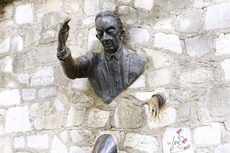 Paris : Le Passe-muraille, hommage à Marcel Aymé par son ami Jean Marais, oeuvre insolite à Montmartre - XVIIIème