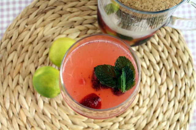 Mojito de frutos rojos sin alcohol y sin azúcar