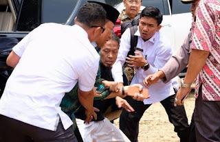 Wiranto Diserang Seorang Pria dengan Tusukan Pisau
