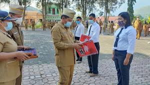 Plh Bupati Samosir Serahkan SK Perjanjian Kerja P3K Penyuluh Pertanian