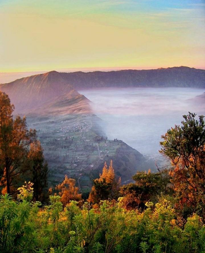 Gunung bromo,  waktu yang tepat untuk menyaksikan sunrise di bromo