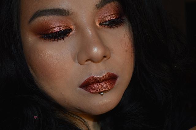 Makeup sui toni del rame con eyeliner rosso con Danae, Aphrodite e Paprika di Nabla Cosmetics