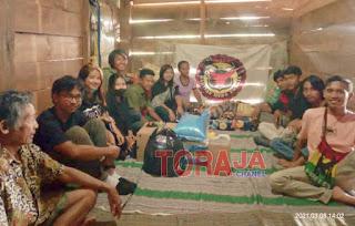 Maknai Annyversary Kedua, Barisan Muda Toraja Berbagi Berkat Kepada Yuliana Sulle