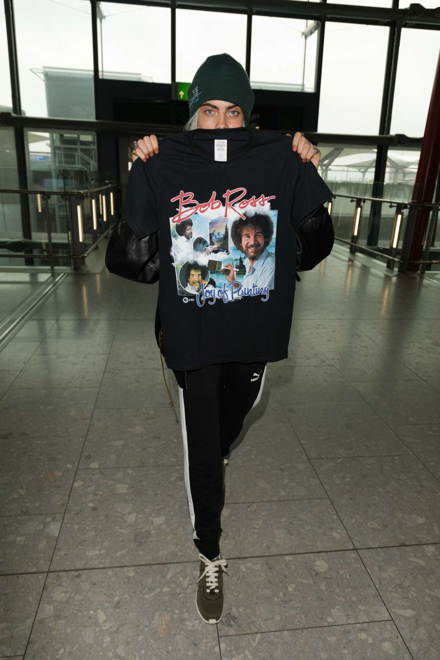 Cara Delevingne showcased the nice T-shirt